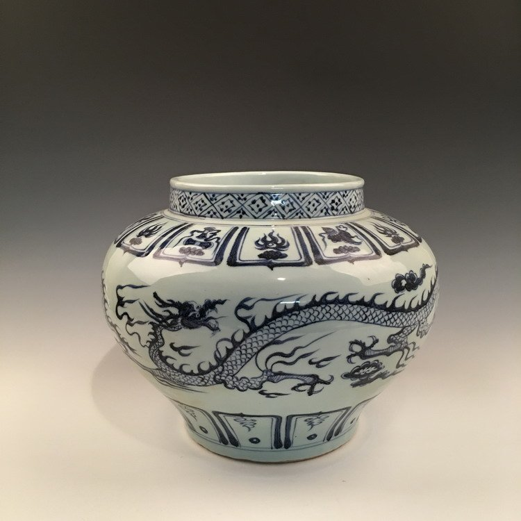 Fine Chinese Blue and White Dragon Jar