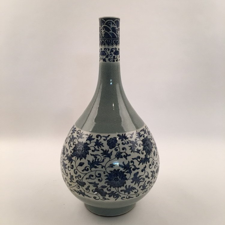 Fine Chinese Blue and White Vase - 2