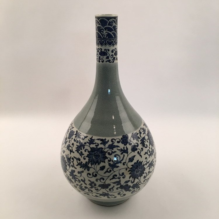 Fine Chinese Blue and White Vase - 3