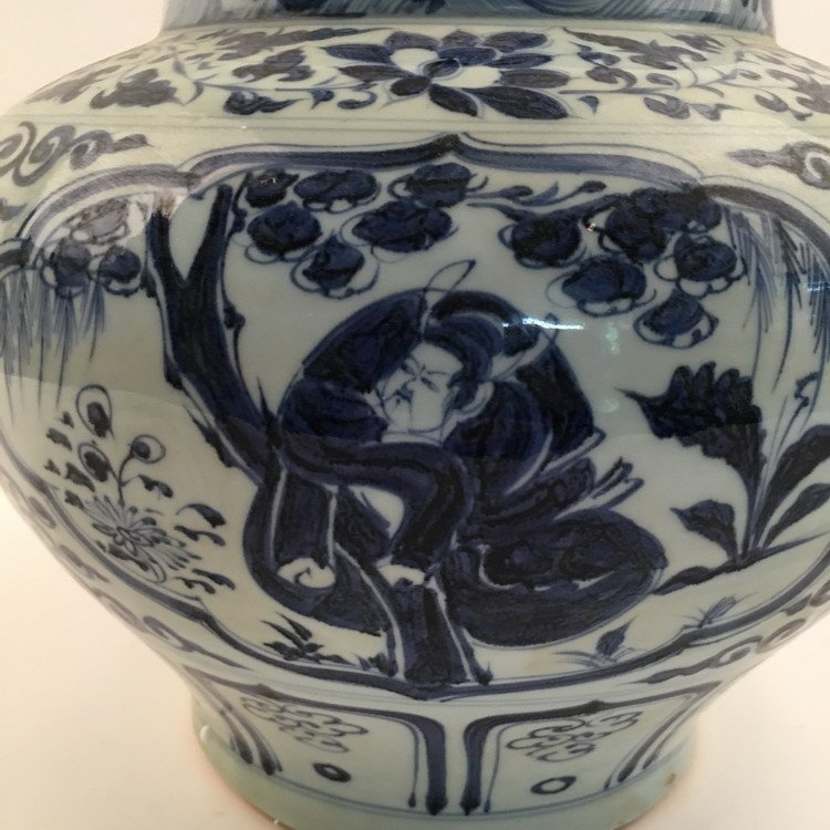 Fine Chinese Blue and Whit Jar - 6