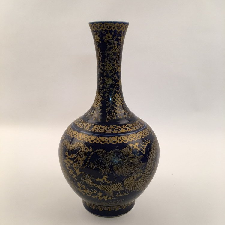 Fine Chinese Blue Dragon Vase - 3