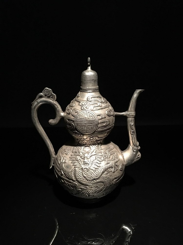 Fine Chinese Coverd Wine Ewer Decoration of Dragons,