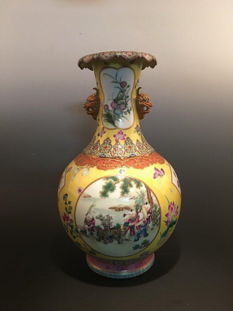 Fine Chinese Famille Rose Vase Qianlong Mark