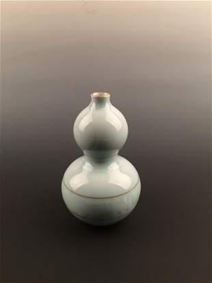 Fine Light Blue Double Gourd Vase