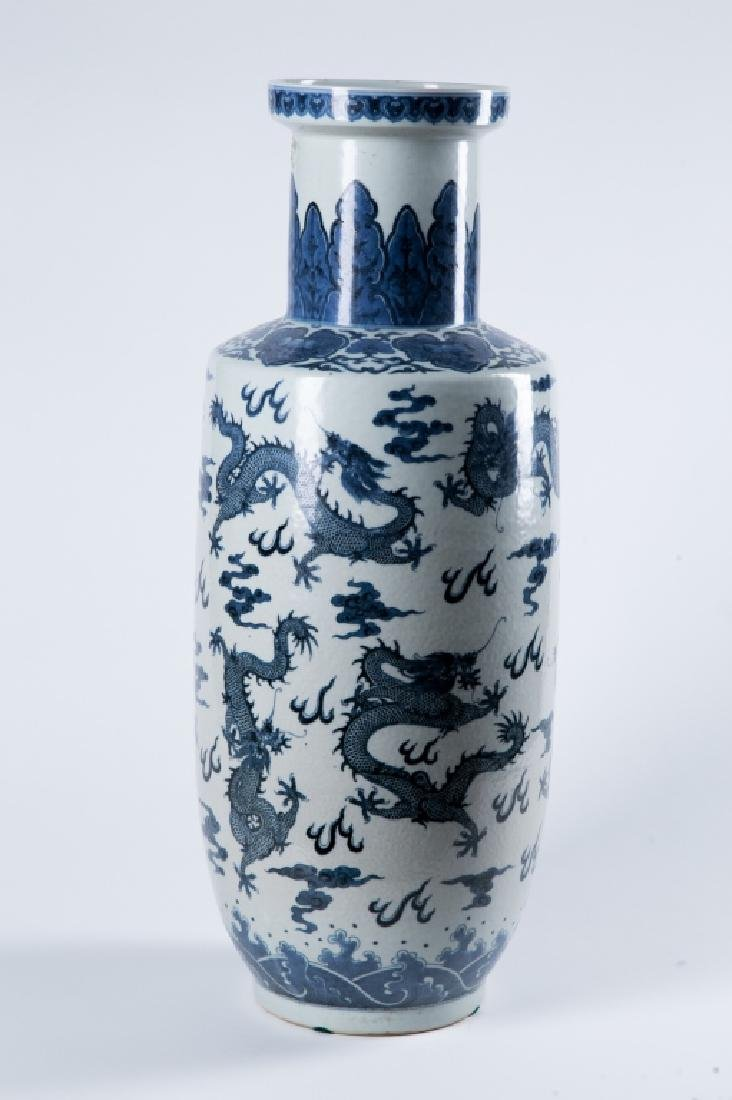 A BLUE AND WHITE 'DRAGON' ROULEAU VASE, QING DYNAY - 3