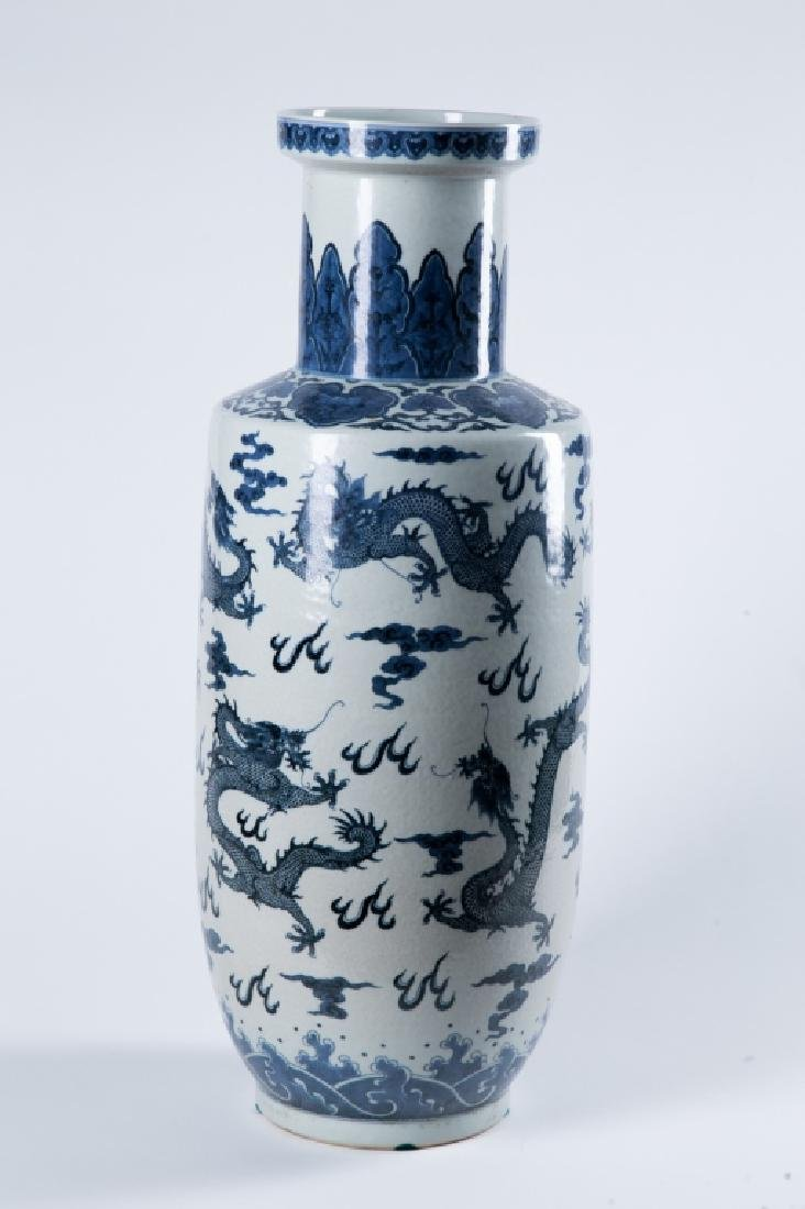 A BLUE AND WHITE 'DRAGON' ROULEAU VASE, QING DYNAY - 4