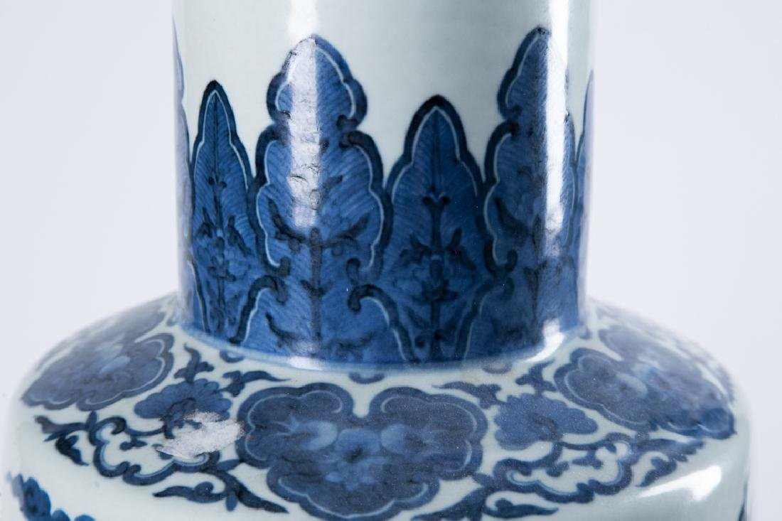 A BLUE AND WHITE 'DRAGON' ROULEAU VASE, QING DYNAY - 7