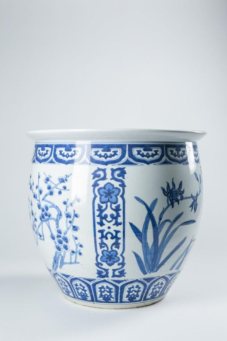 A CHINESE BLUE AND WHITE FISH BOWL WITH FIGURES, 19TH