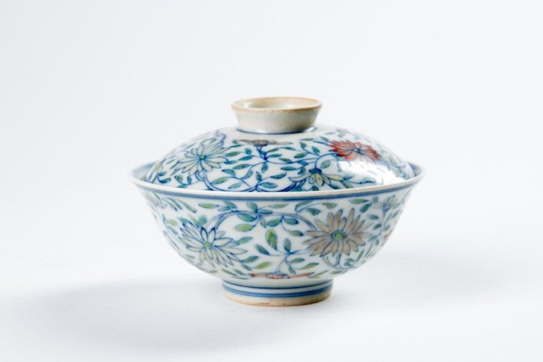 A CHINESE 'DOUCAI' LIDDED PORCELAIN BOWL WITH JIAQING