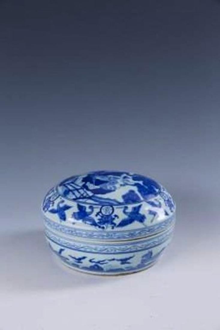 "A CHINESE BLUE AND WHITE PORCELAIN ""LONGEVITY"" BOX"