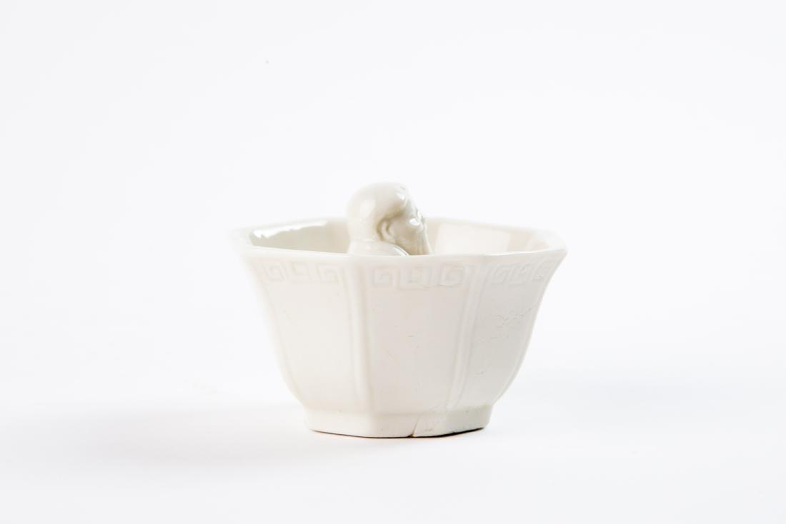 A DEHUA WHITE-GLAZED TRIPOD CENSOR, EARLY QING DYNASTY - 8