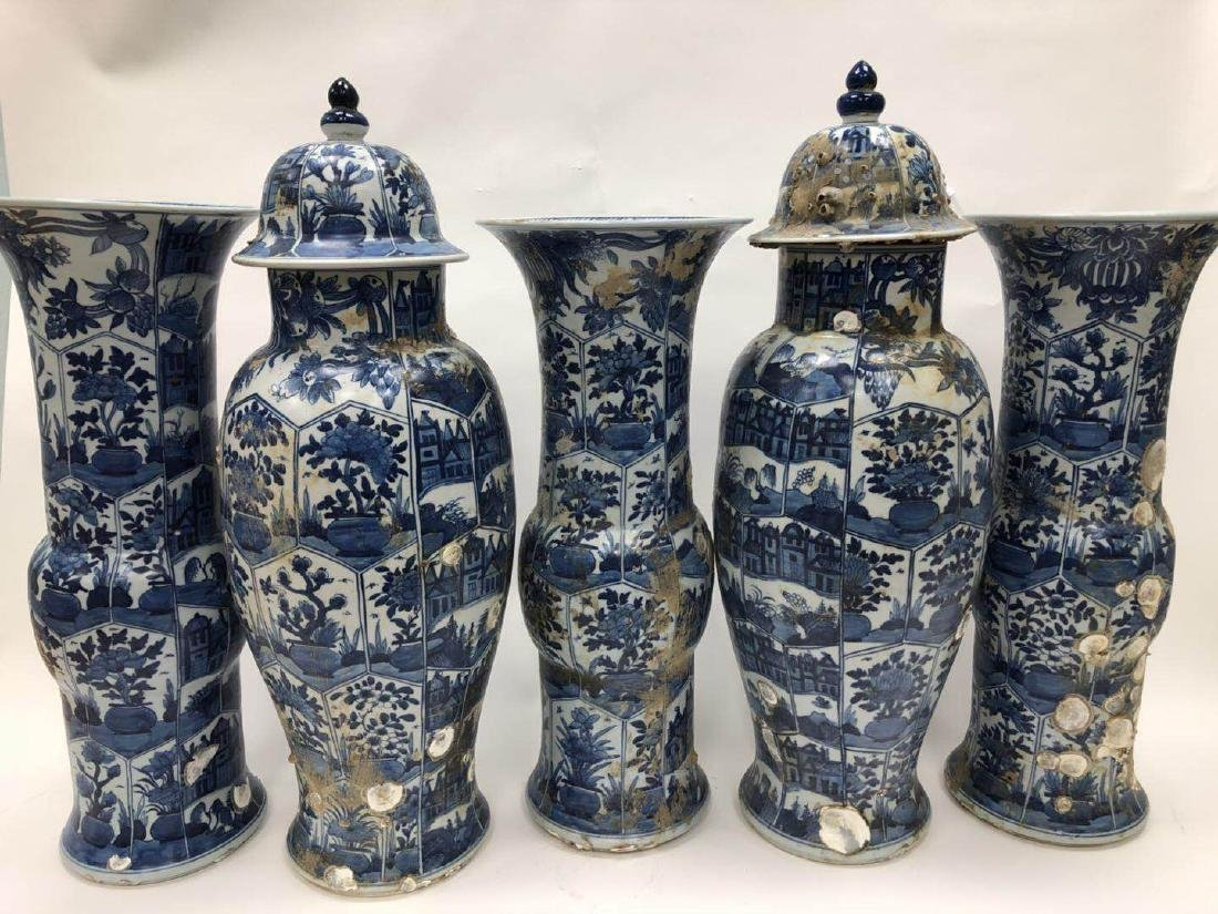 THREE BLUE AND WHITE 'GU' VASES AND TWO BALUSTER JARS