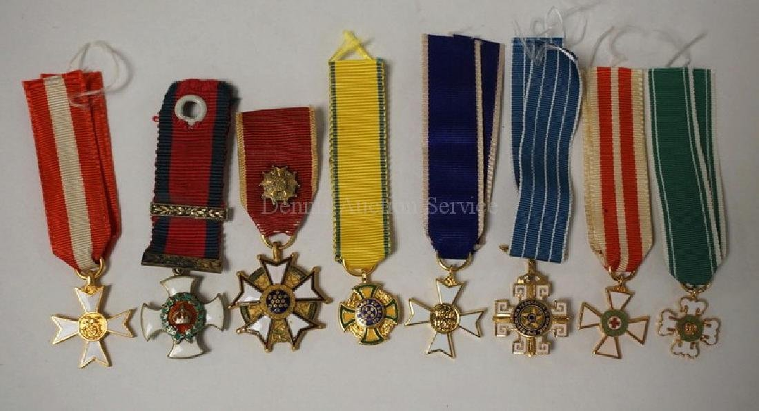 LOT OF 8 SMALL MILITARY ORDER PENDANTS.
