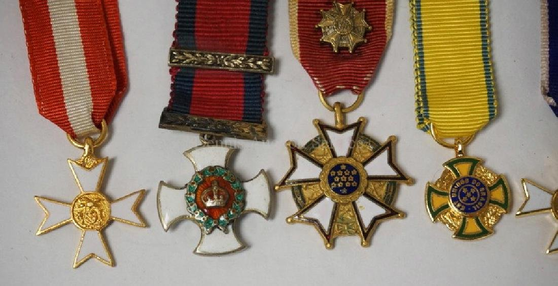 LOT OF 8 SMALL MILITARY ORDER PENDANTS. - 2