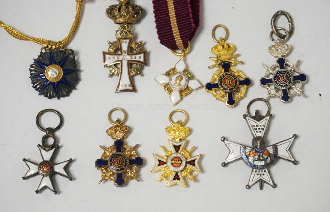 LOT OF 9 SMALL MILITARY ORDER PENDANTS.