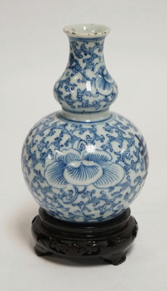 ASIAN PORCELAIN DOUBLE GOURD STYLE VASE DECORATED WITH
