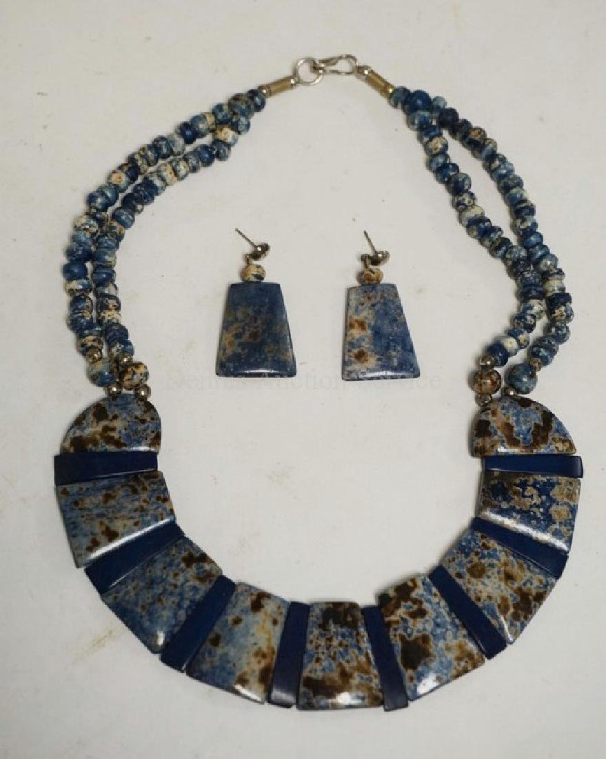 BLUE STONE NECKLACE AND EARRING SET.