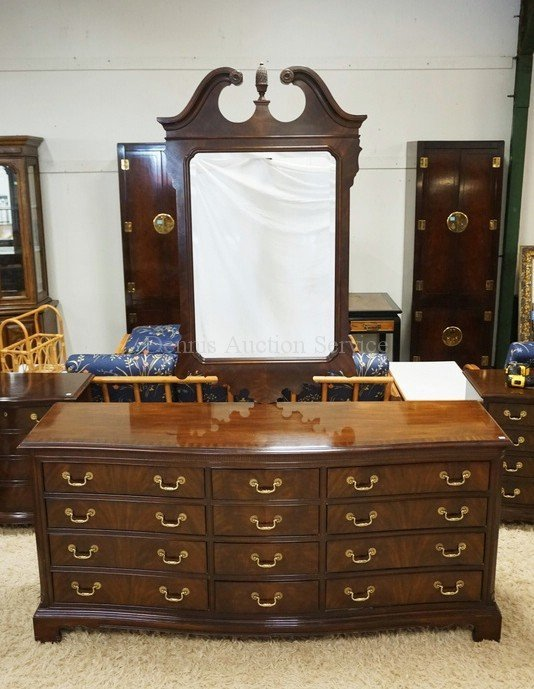 DREXEL HERITAGE MAHOGANY CHEST OF DRAWERS WITH MIRROR.