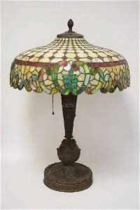 EXCEPTIONAL ANTIQUE LEADED GLASS TABLE LAMP.