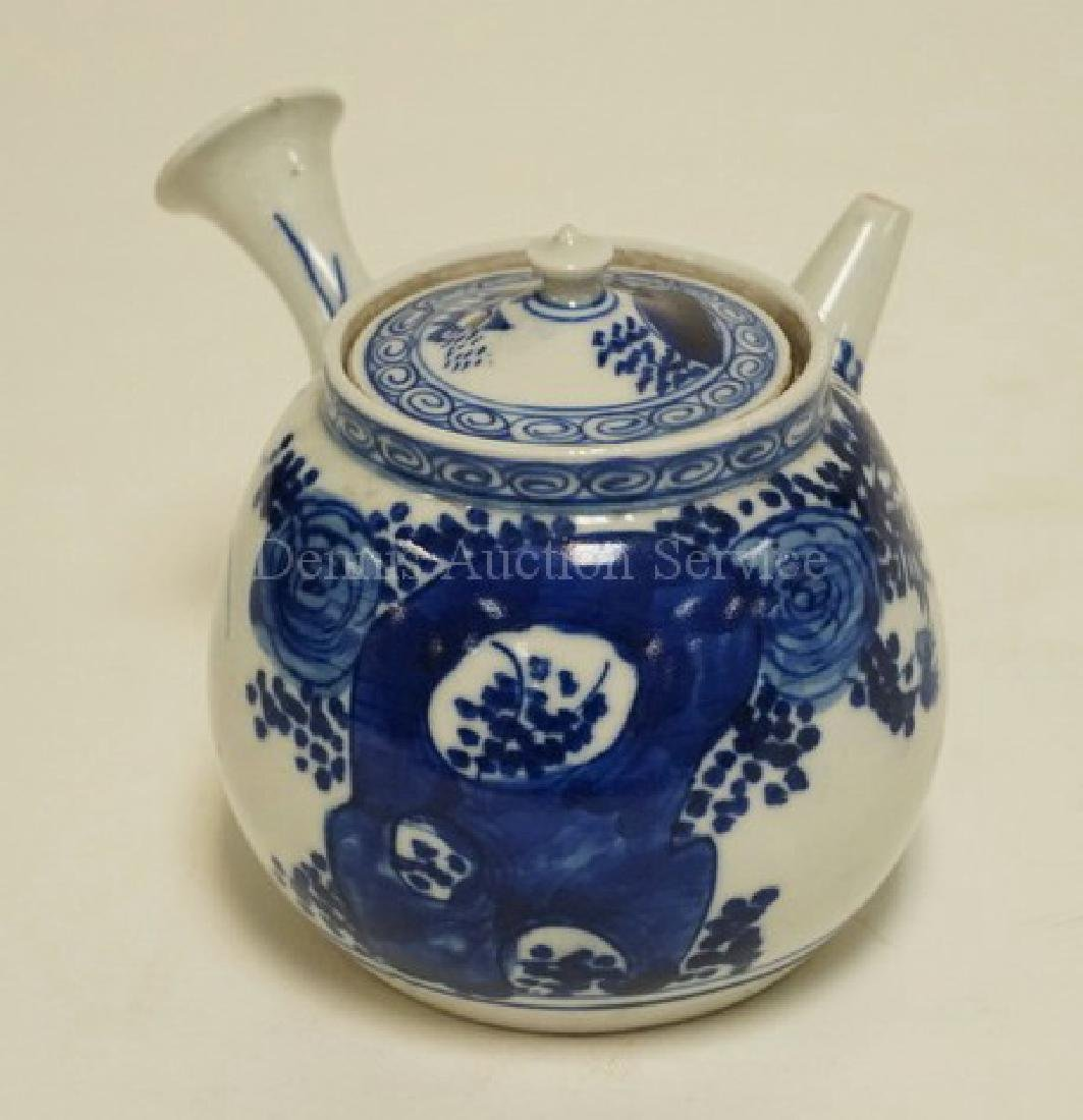 ASIAN PORCELAIN TEAPOT WITH INFUSER INSERT. 4 3/4