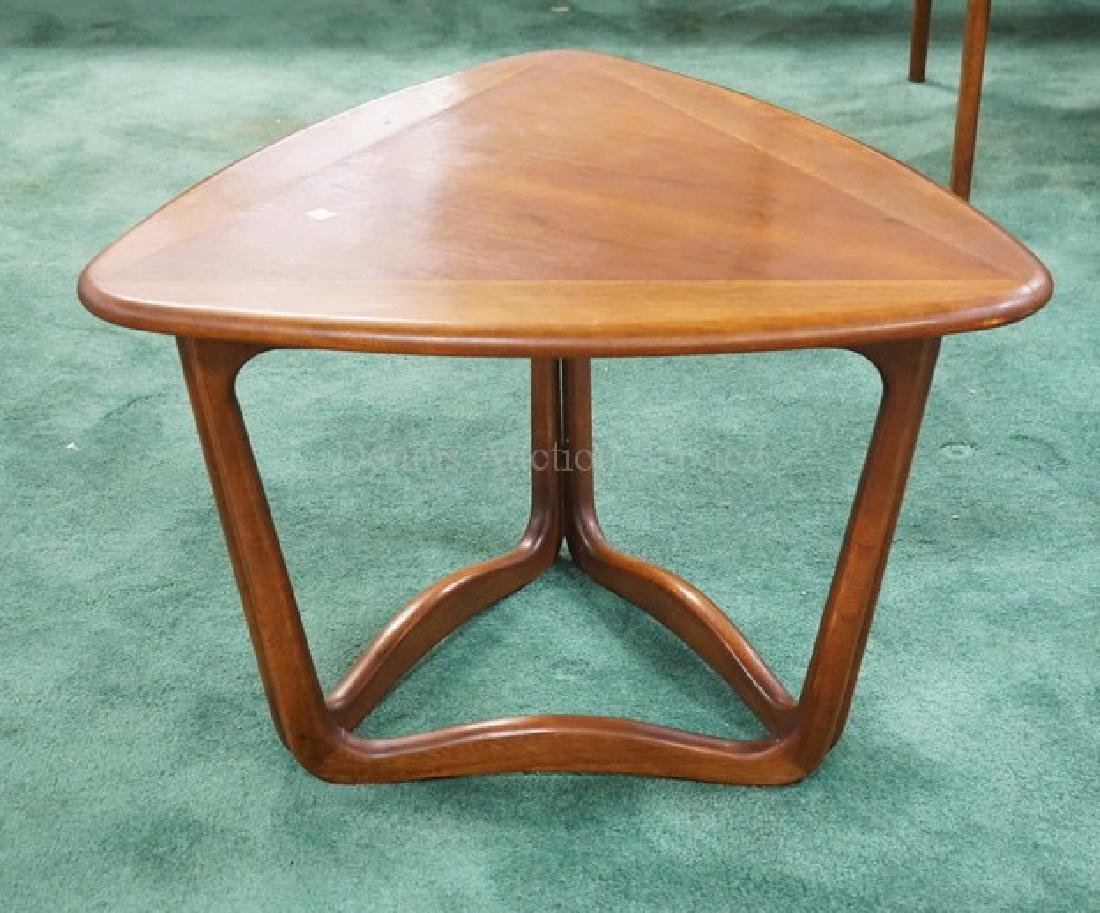 MCM TRIANGULAR OCCASIONAL TABLE BY LANE. 27 INCHES