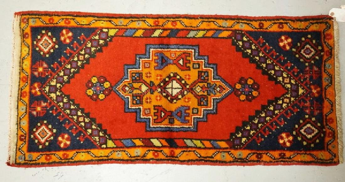 SMALL HAND WOVEN ORIENTAL THROW RUG MEASURING 4 FT X 1