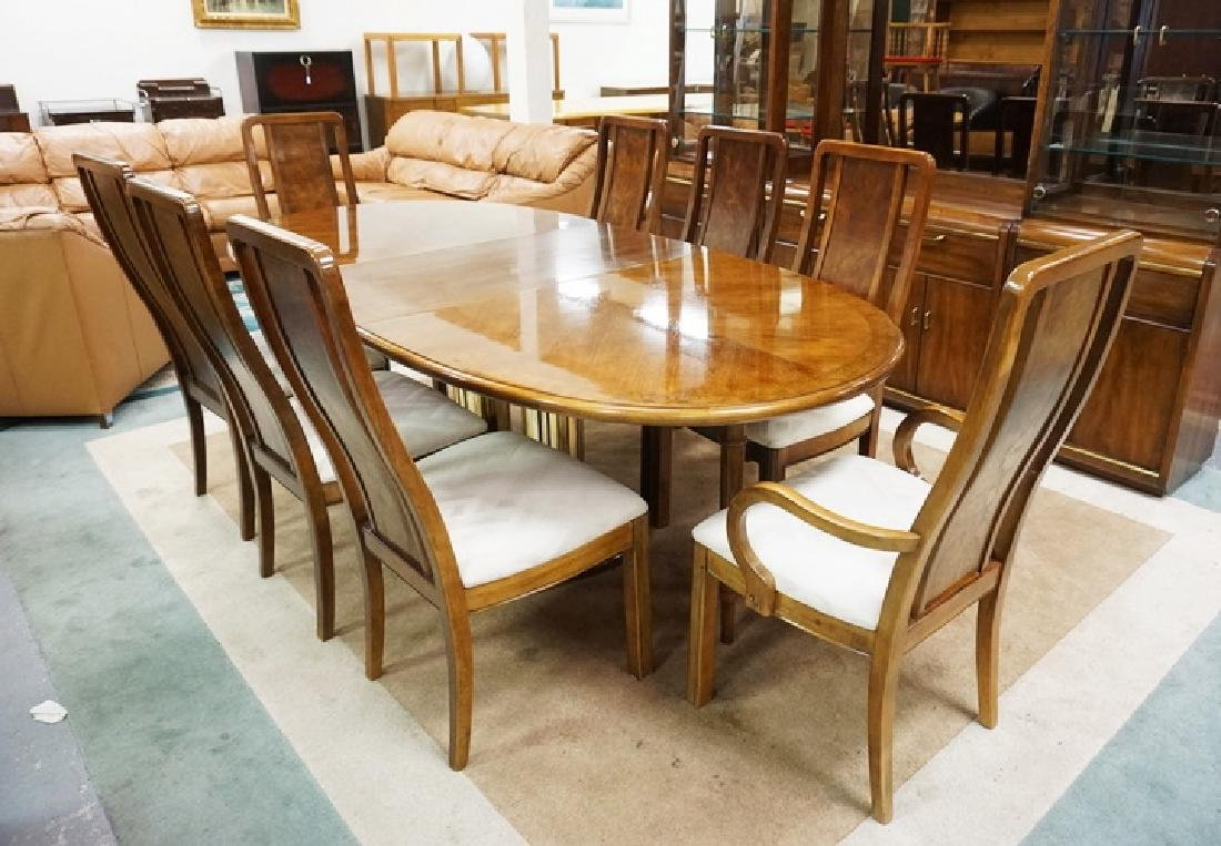 THOMASVILLE DINING ROOM SET. TABLE WITH 2 LEAVES, 8