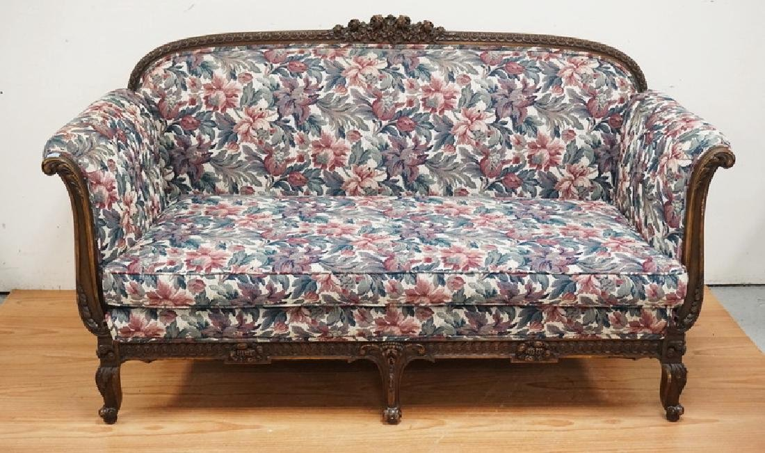 ORNATELY CARVED WALNUT SOFA WITH A FLORAL PATTERN