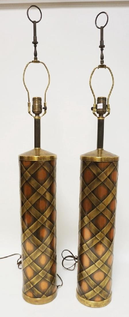 PAIR OF MCM COPPER AND BRASS CYLINDRICAL TABLE LAMPS.