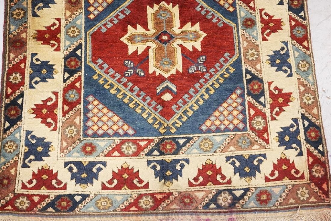HAND WOVEN TURKISH RUG MEASURING 6 FT 4 INCHES X 3 FT 9 - 2