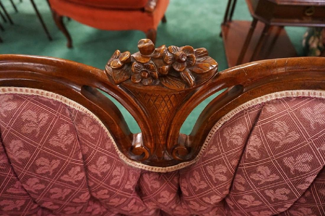 CARVED WALNUT SETTEE WITH TUFTED UPHOLSTERY. 31 INCHES - 2