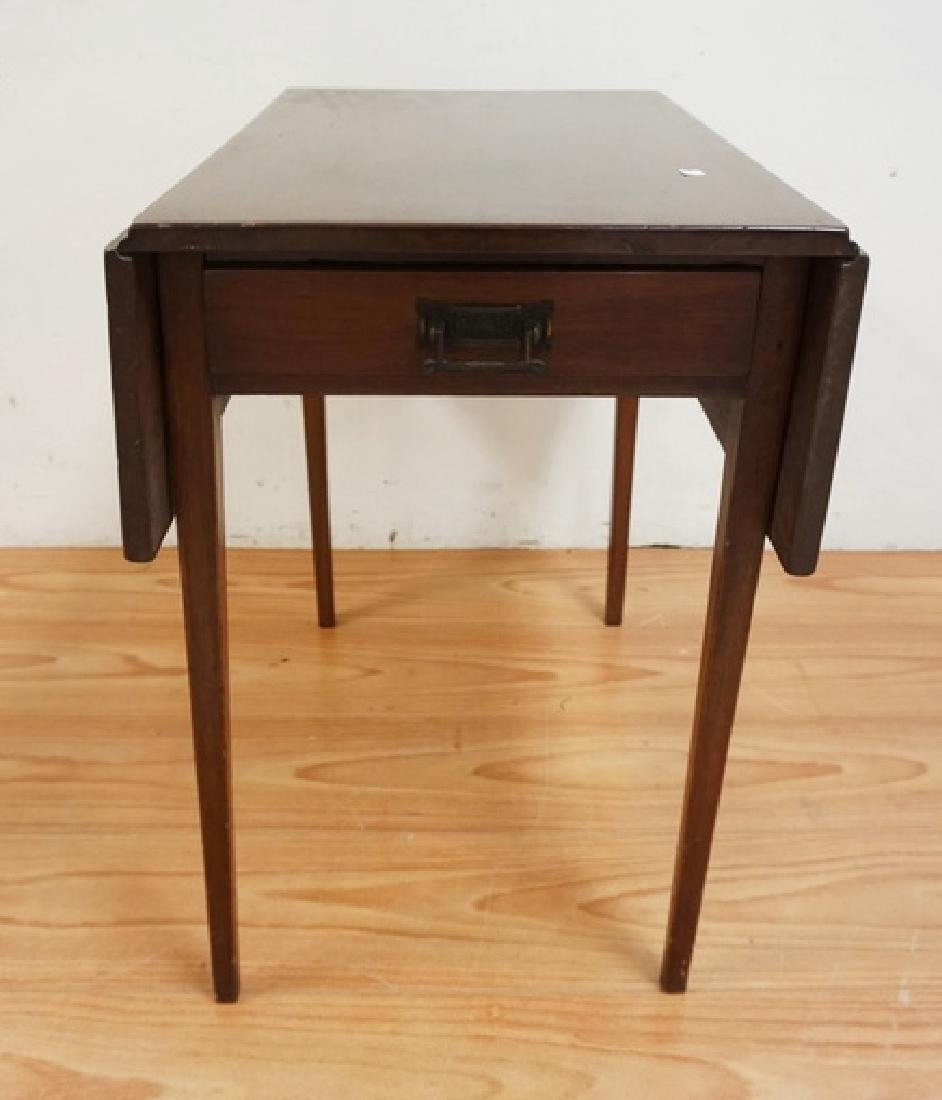 ANTIQUE DROPLEAF TABLE WITH TAPERED SQUARE LEGS. 28 - 2