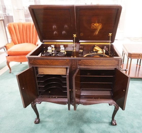 1920S BATTERY RADIO VICTROLA SIDE BY SIDE. FREED EISMAN