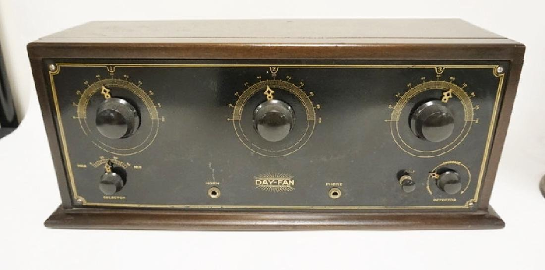 ANTIQUE DAY-FAN TUBE RADIO WITH A MUSIC MASTER - 2