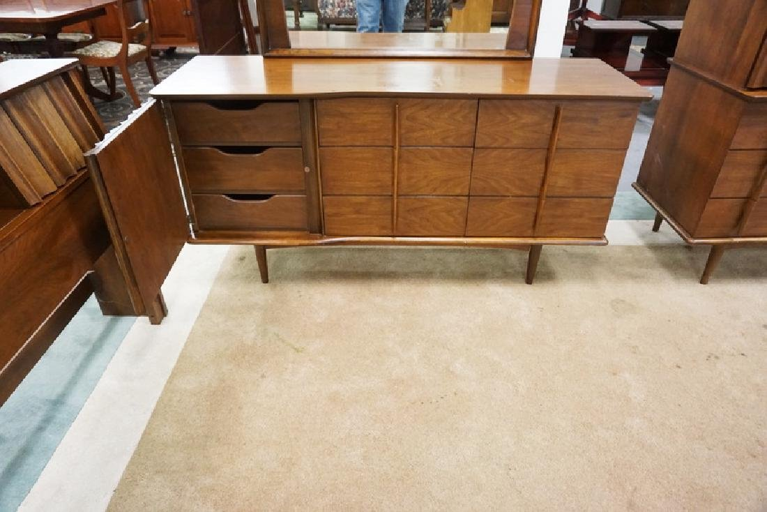 3 PIECE MID CENTURE MODERN BEDROOM SET. LOW CHEST WITH - 4