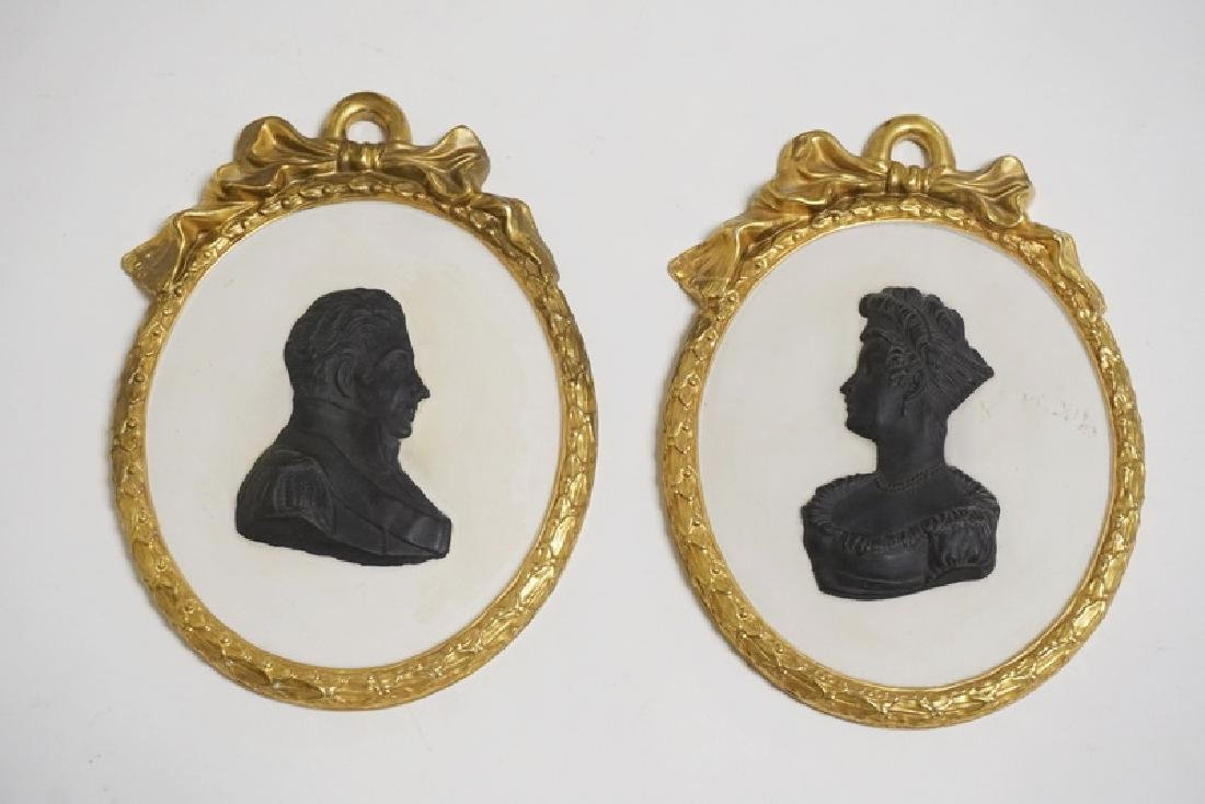 PAIR OF MOTTAHEDEH PORCELAIN SILHOUETTES. BASALT ON