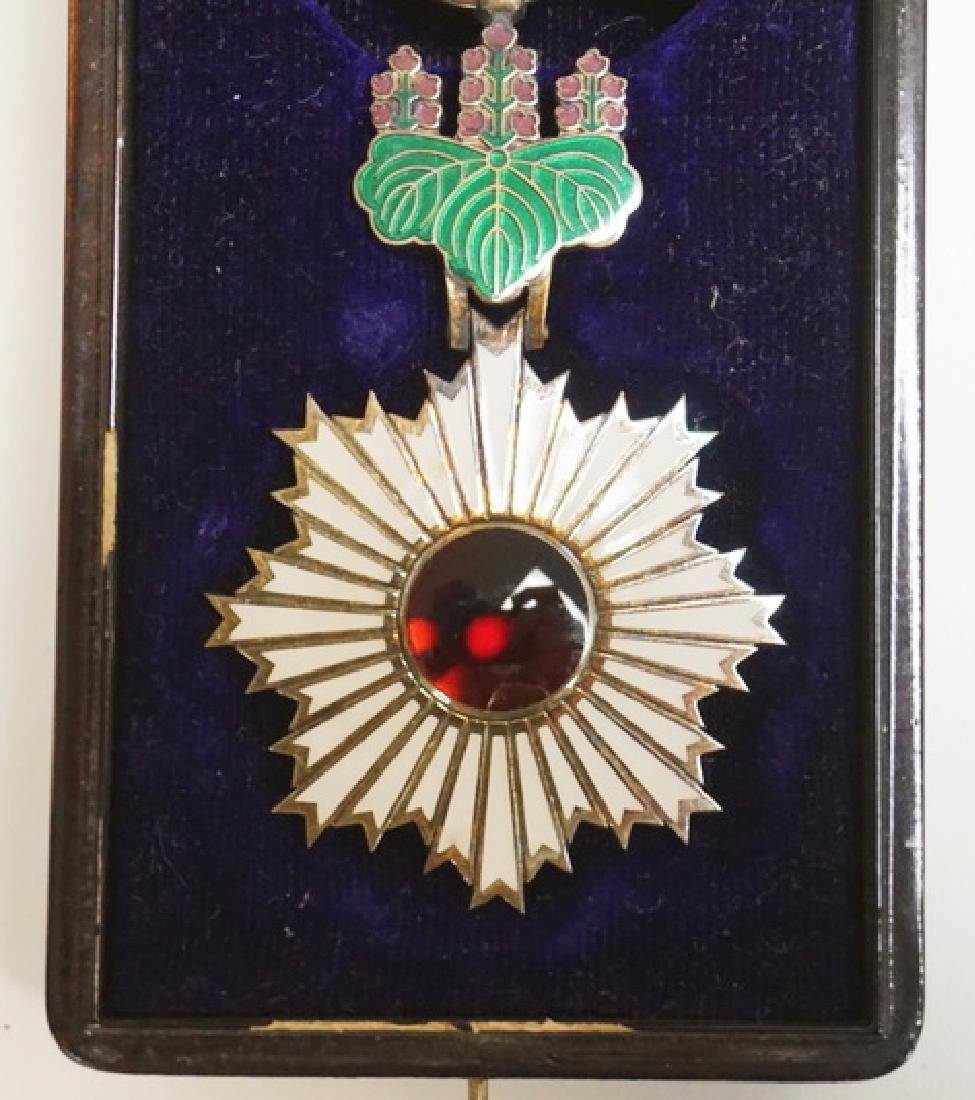 ORDER OF THE RISING SUN 4TH CLASS MEDAL WITH BOX. THE - 2