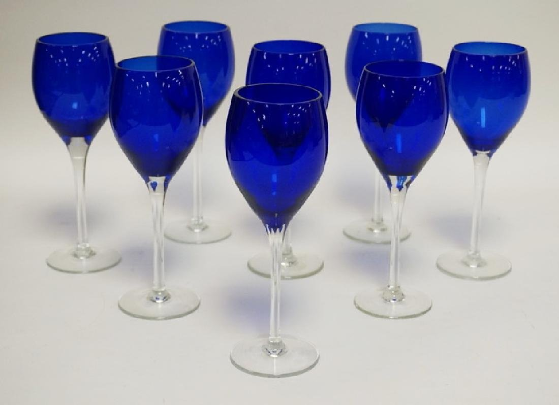 SET OF 8 COBALT BLUE WINE GLASSES WITH CLEAR STEMS. 8