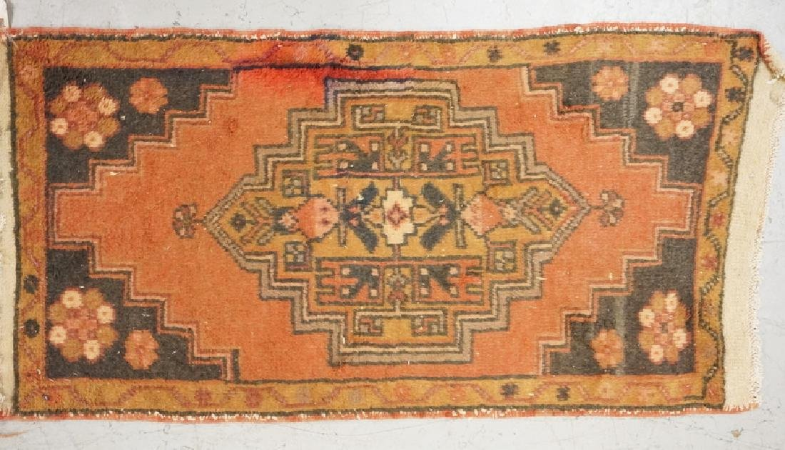 SMALL HAND WOVEN ORIENTAL RUG MEASURING 3 FT 5 INCHES X