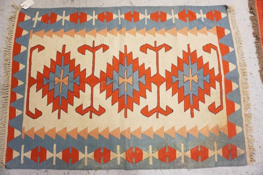 HAND WOVEN TURKISH RUG MEASURING 5 FT 7 X 3 FT 11.