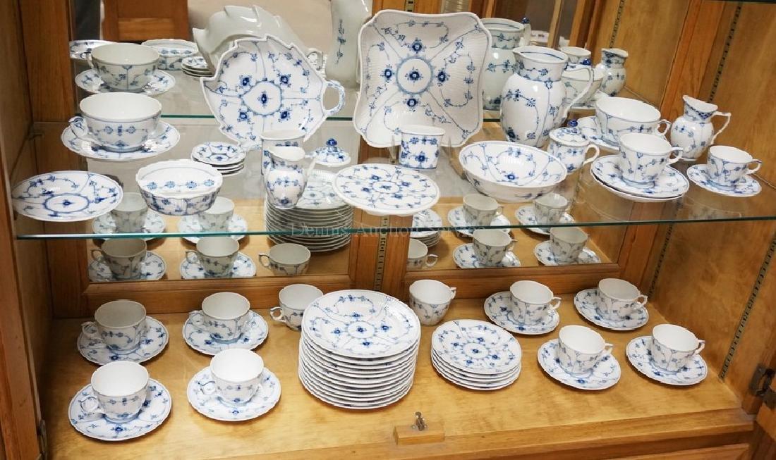 60 PIECE ROYAL COPENHAGEN BLUE FLUTED HALF LACE DINNERW