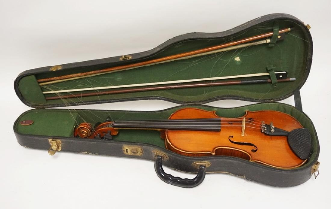 1924 LUB. HEBERLEIN VIOLIN WITH BOWS. 23 INCHES LONG.