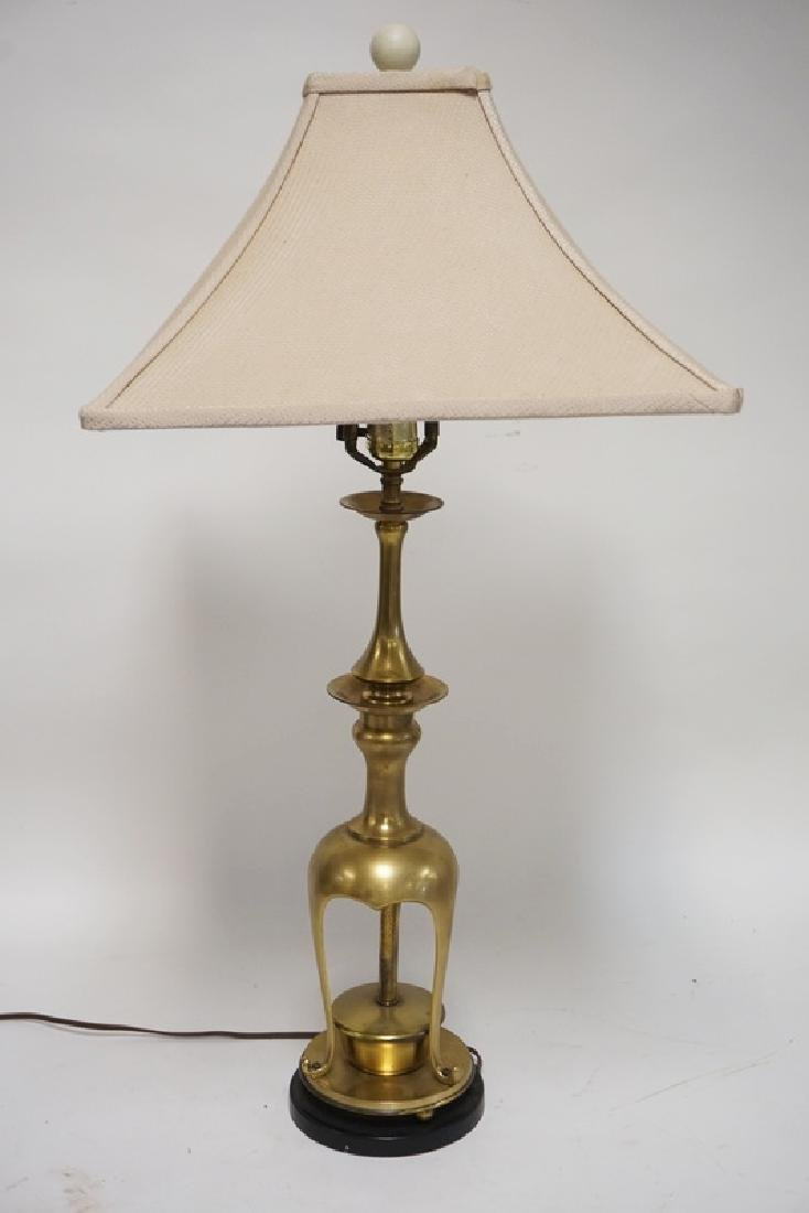QUALITY BRASS TABLE LAMP IN AN ASIAN FORM. 30 INCHES