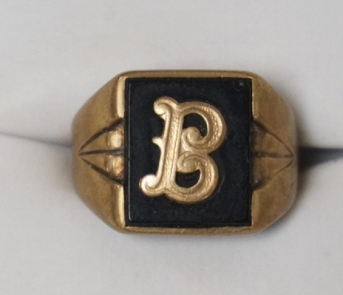 10K GOLD & ONYX MENS SIGNET RING. 3.00 DWT. APPROX SIZE