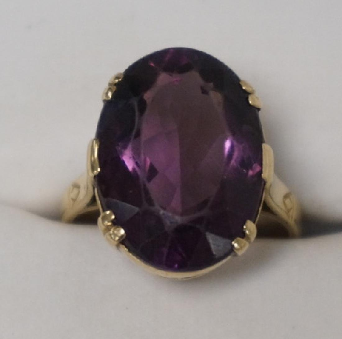 ANTIQUE 9K GOLD RING WITH A LARGE FACETED OVAL