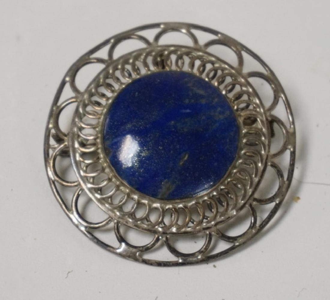 .850 SILVER BROOCH WITH AN OPENWORK BORDER AND A ROUND
