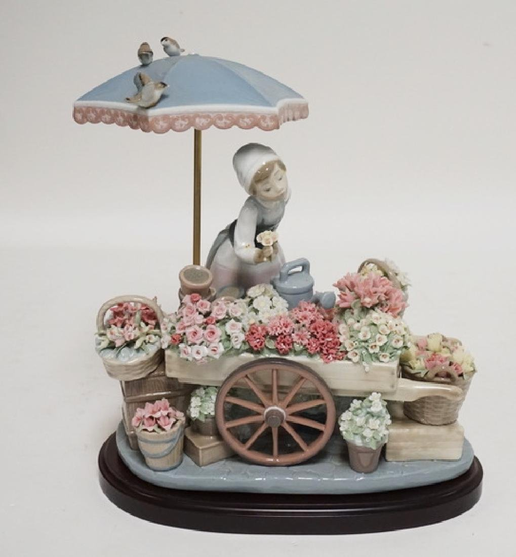 LLADRO PORCELAIN SCULPTURE OF A WOMAN WITH A FLOWER