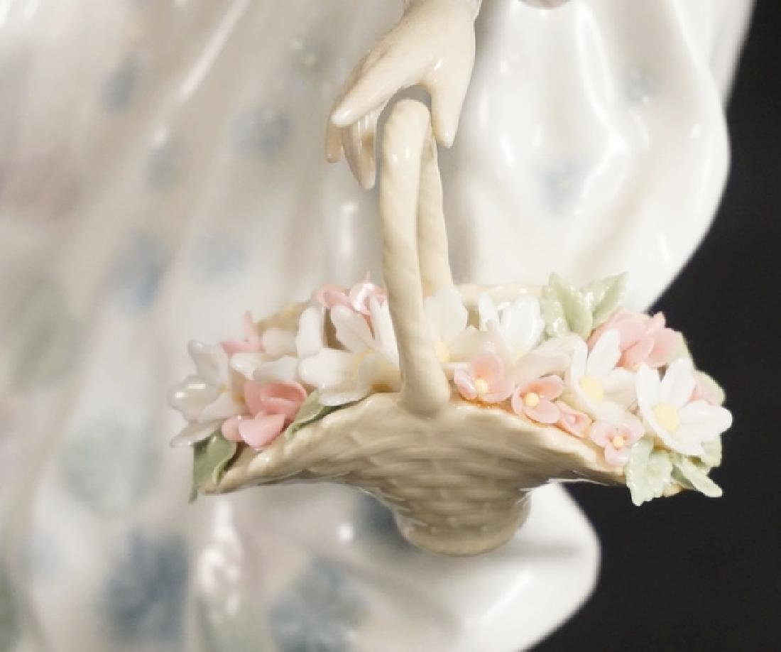 LLADRO PORCELAIN FIGURE OF A WOMAN IN A LONG FLOWING - 2