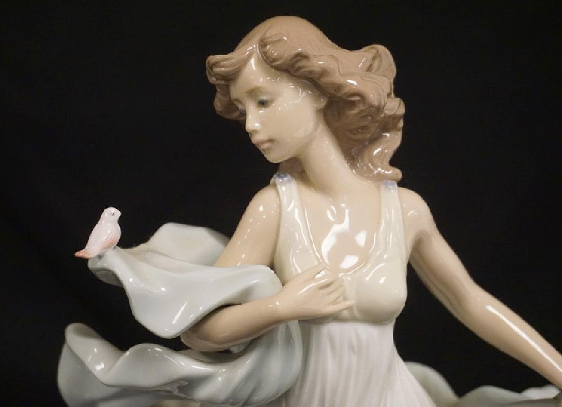 LLADRO PORCELAIN FIGURE OF A WOMAN IN A LONG FLOWING - 3