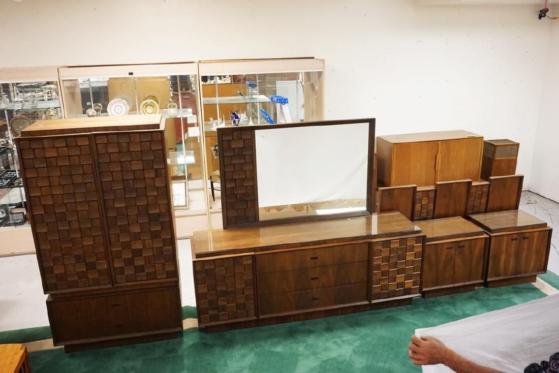 5 PIECE MID CENTURY MODERN BEDROOM SET. MADE IN CANADA.